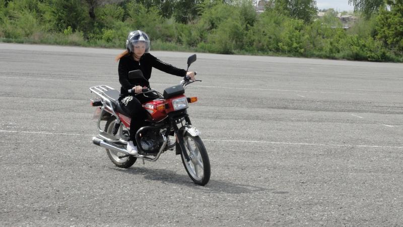 anna-teslenko-na-motocikle