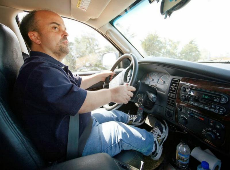 Karlik-za-rulem-avtomobilya