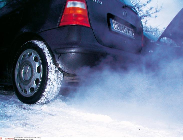 Abgase beim Warmlaufen lassen des Motors