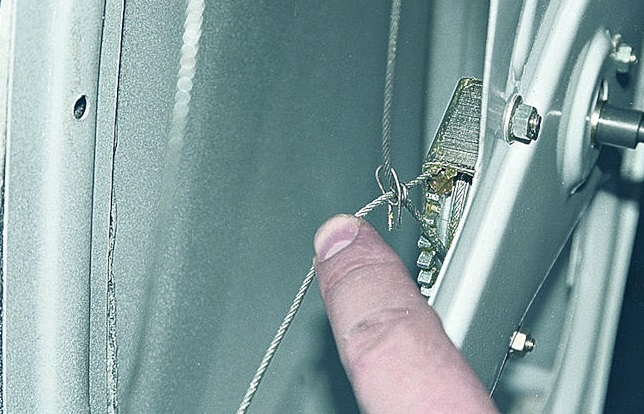 Zamena-steklopod'emnika-dveri-Vaz-2107