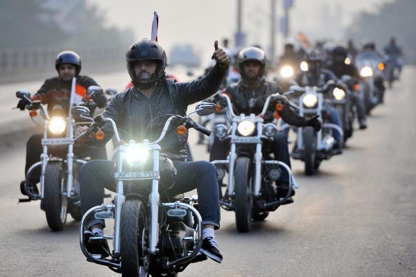 bikers6434.jpg.pagespeed.ce.fl2DUNVHFD