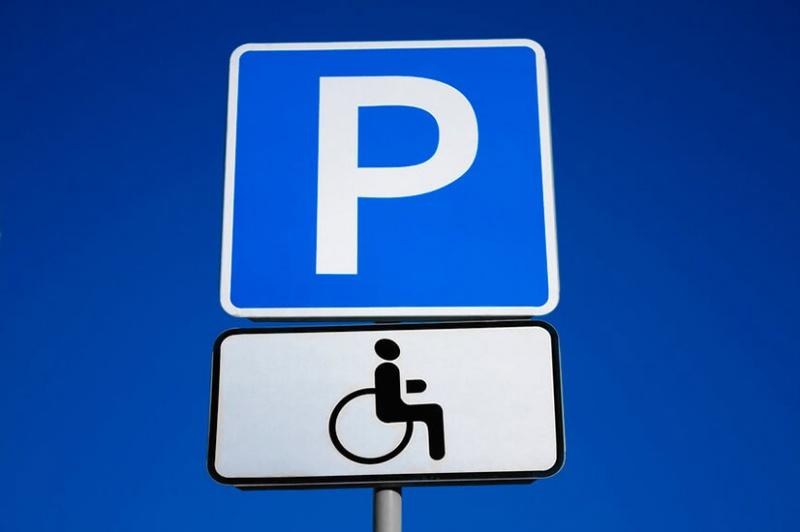 dorozhniy-znak-parkovka-invalidov