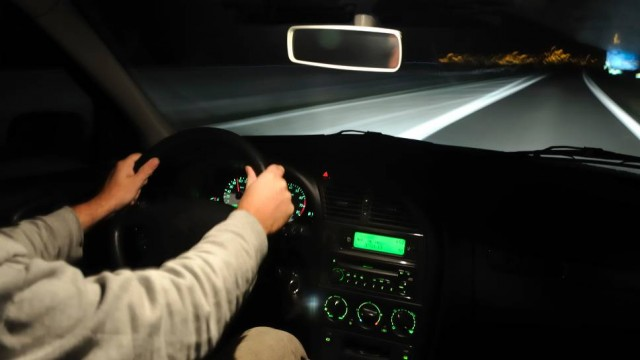 menyetir-di-malam-hari-640x360
